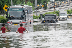 Flash floods kill at least 9 people, affect thousands of people in Jakarta