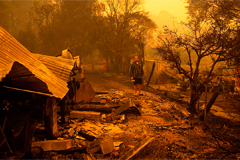 Australian PM lashed out by residents while raging bushfires continues