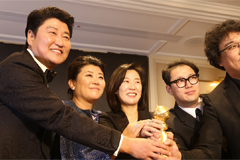 Bong Joon-ho's Golden Globe-winning 'Parasite' makes waves in U.S. media