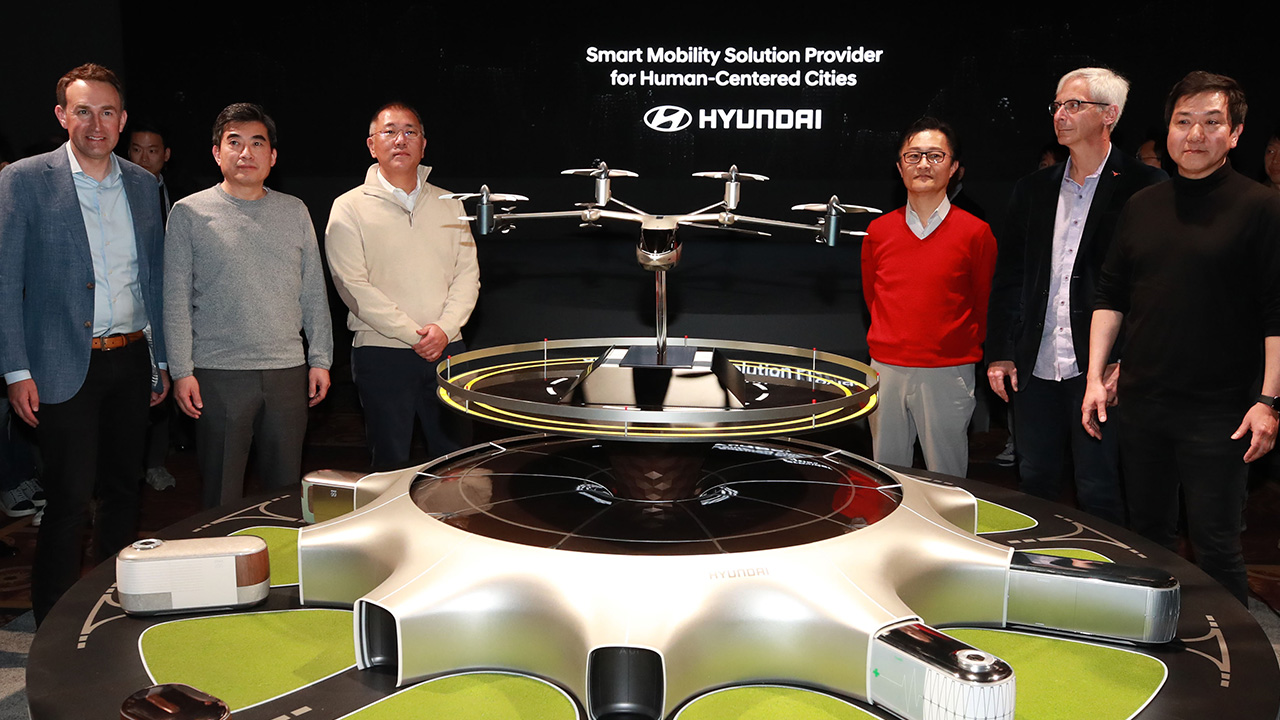 Hyundai Motor teams up with Uber to launch flying taxi in 2023