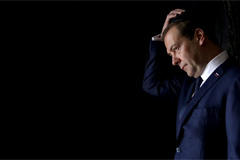 Russian PM Dmitry Medvedev resigns to support Putin's power shift plan