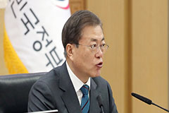 President Moon emphasizes public servants' role in making 'real changes' that can be felt