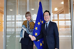 Seoul's chief nuclear envoy asks for EU's support for Korean peace process, denuclearization