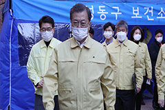 President Moon visits local health center to check response measures against coronavirus outbreak