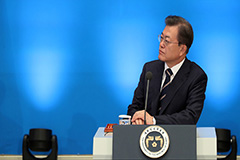 Moon calls for joint efforts by ministries to minimize economic fallout from COVID-19