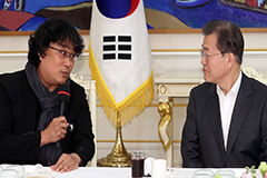 President Moon thanks Parasite crew for giving pride and courage to public