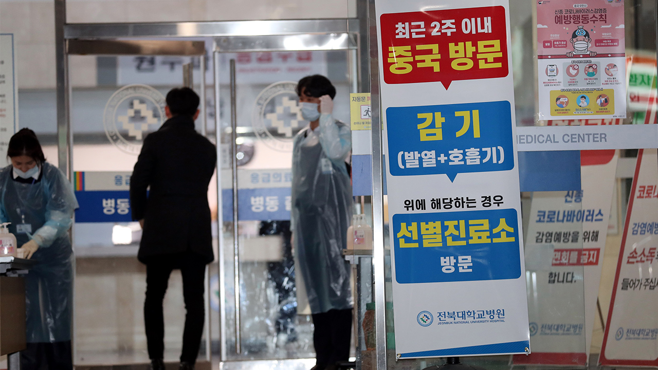 S. Korea confirms first COVID-19 death as new cases soar