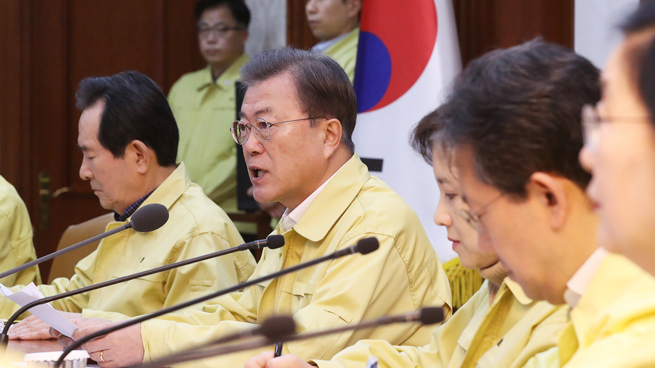 President Moon raises COVID-19 alert level to