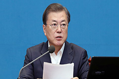President Moon calls on gov't to consider extra budget amid COVID-19 outbreak