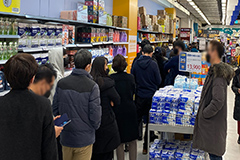 Daegu residents scramble to get face masks amid surge in COVID-19 cases