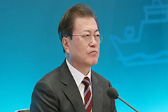 President Moon gets briefed on