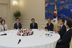 President Moon to meet S. Korea's political leaders to discuss COVID-19 response measures