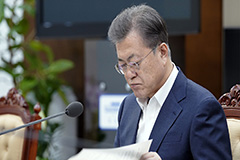 President Moon says it's 'not desirable' to discuss September start for schools