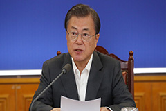 President Moon calls on gov't to swiftly submit extra budget to Nat'l Assembly