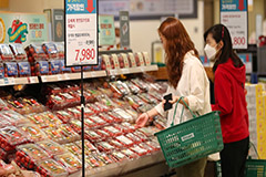 Earnings surprise to S. Korean food firms due to COVID-19 food buying