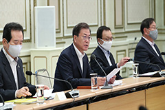 President Moon orders government to direct full fiscal capacity toward overcoming COVID-19 crisis