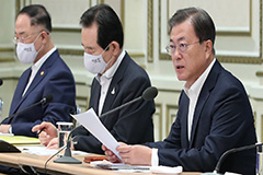 President Moon orders gov't to direct full fiscal capacity to overcoming COVID-19 crisis