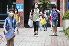 2.4 mil. S. Korean students return classes in phased reopening