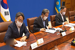 President Moon to chair emergency economic council to discuss extra budget plan