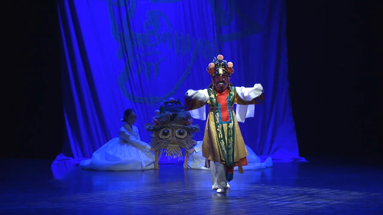 Cultural performance summons spirit of 'Cheoyong' to overcome COVID-19