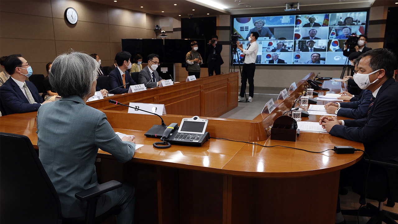 S. Korean FM discusses COVID-19 cooperation with top diplomats from 5 countries