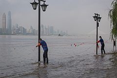 Heavy rain raises flood alert levels for cities on Yangtze River