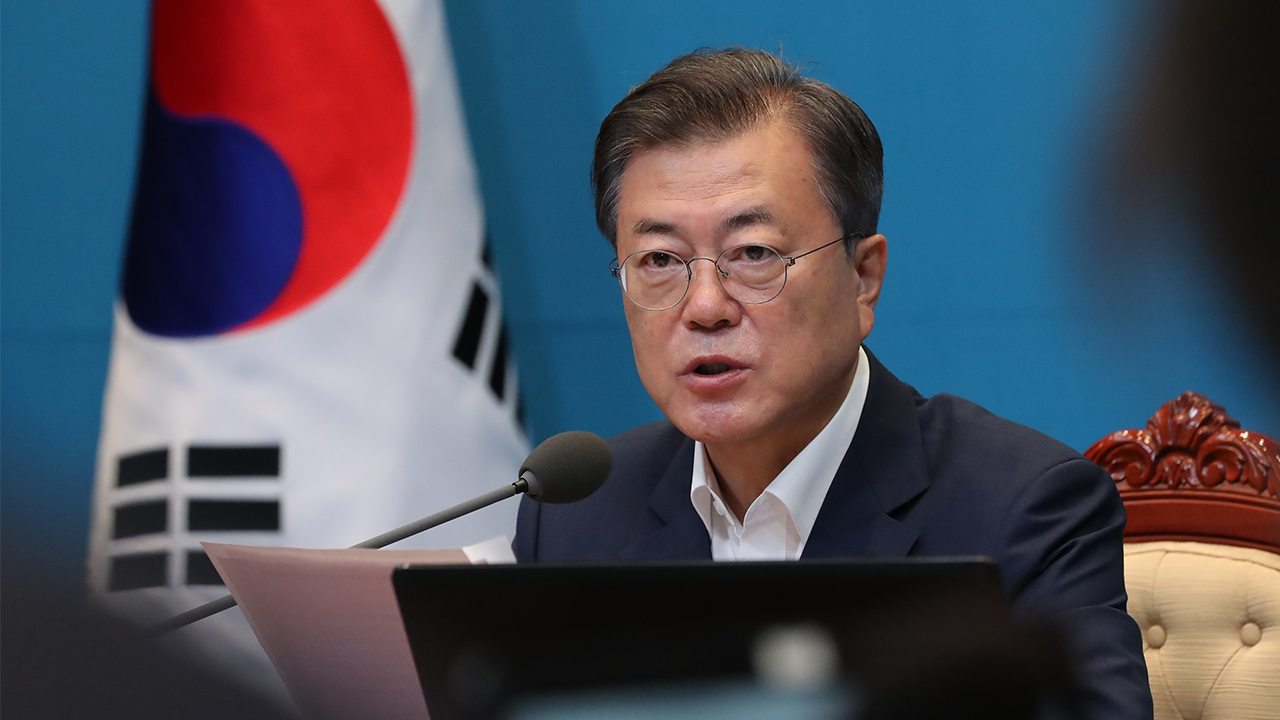 President Moon calls for thorough investigation into late triathlete's allegations of abuse