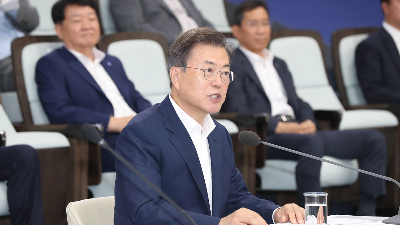 Pres. Moon vows to head towards 'Korean road' that contributes to global supply of parts, materials