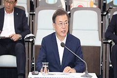 Pres. Moon vows to head towards 'Korean road', becomes world leader in parts, materials, equipment