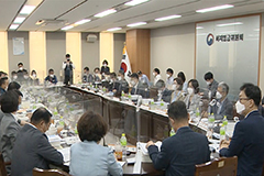 S. Korea's 2021 minimum wage finalized at 8,720 won   with smallest on-year increase