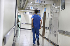 S. Korean trainee doctors to begin planned walk-out in protest to gov't healthcare reform proposal