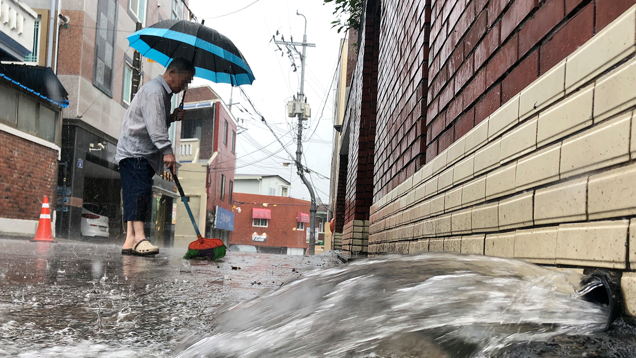 At least 17 dead, 10 missing due to torrential downpours in S. Korea