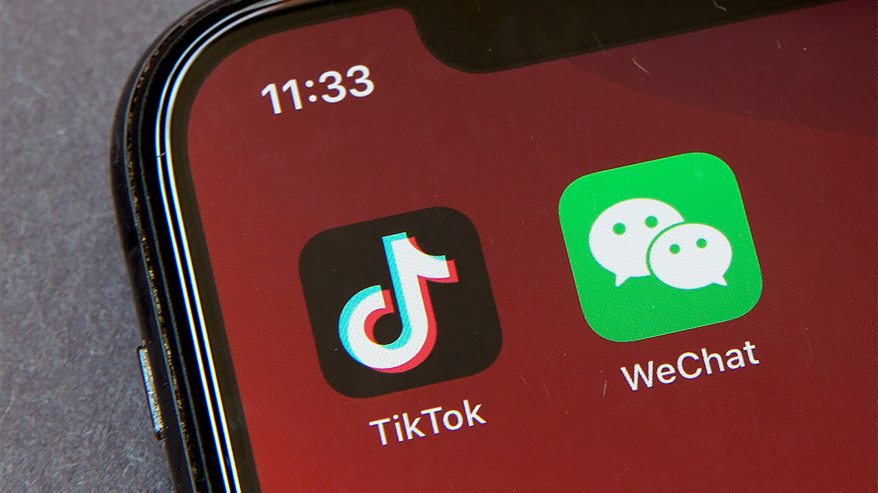 Trump Widens China Tech Attack, Ordering Bans on Tencent, TikTok
