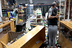 Rioting, looting in Chicago le