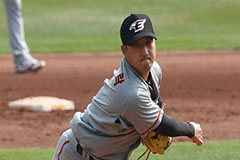S. Korean baseball pitcher Shin Jung-rak tests positive for COVID-19