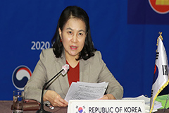 S. Korean candidate for WTO chief Yoo Myung-hee arrives in Paris to lobby officials