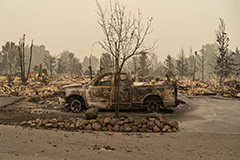 At least 33 people killed in wildfires in U.S. west coast states
