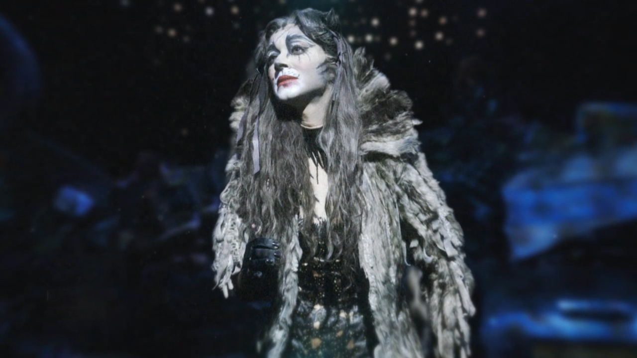 Performances and exhibitions to enjoy during the weekend; mega-hit musicals such as 'Cats' and 'Kinky Boots'