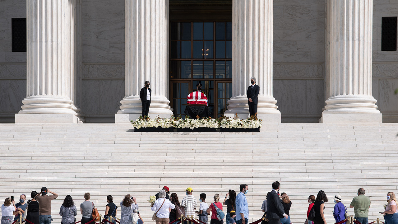 Mourners gather to pay respect to late Supreme Court Justice Ruth Bader Ginsburg