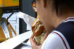 Fast food franchises in S. Korea could serve hamburgers without tomatoes due to lack of supply