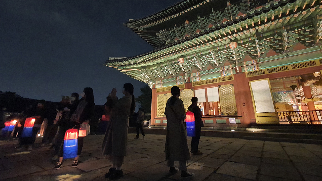 Changdeokgung Palace offers moonlit tours to visitors in Seoul