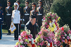 Kim Jong-un pays respects to C