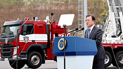 President Moon thanks firefighters for their efforts to protect lives
