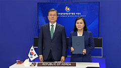 President Moon takes part in signing of RCEP agreement