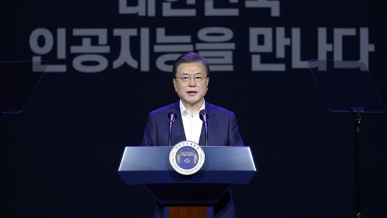 S. Korea to invest over US$ 900 mil. to develop AI chips: Moon