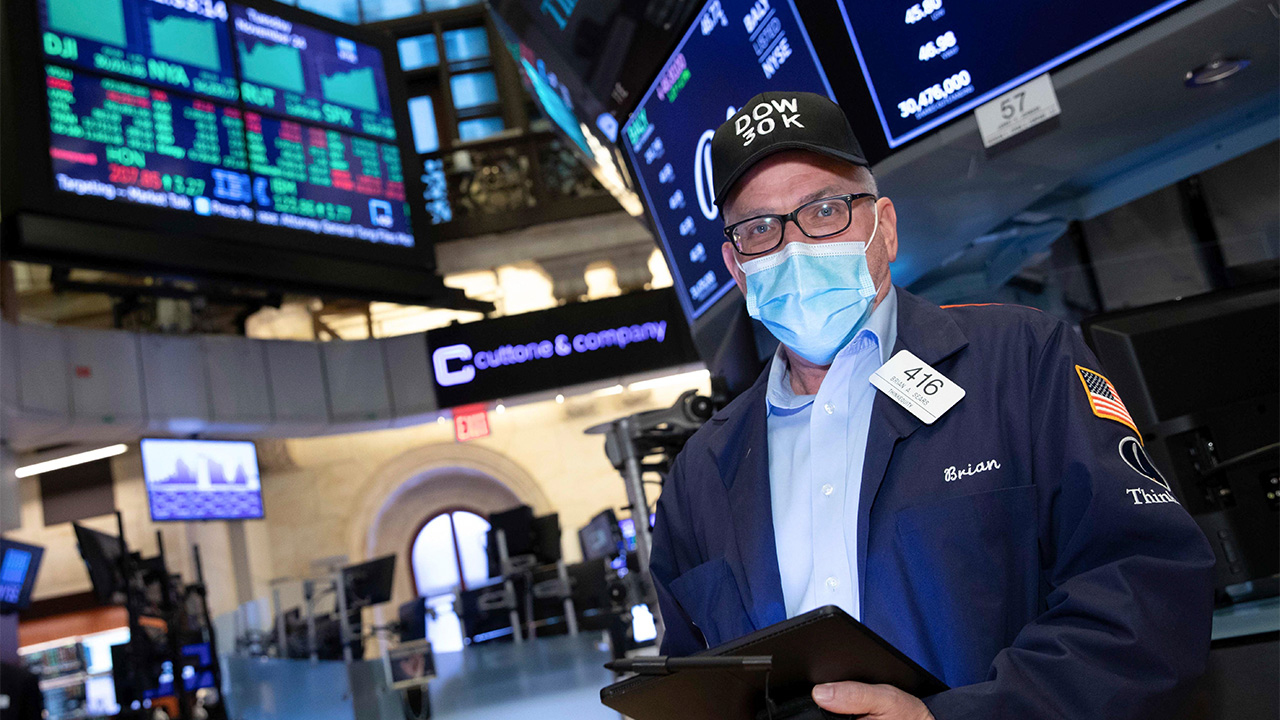 Dow Jones closes above 30,000 for first time on Biden transition, vaccine hopes