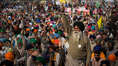 Tens of thousands of farmers swarm India's capital to protest deregulation rules