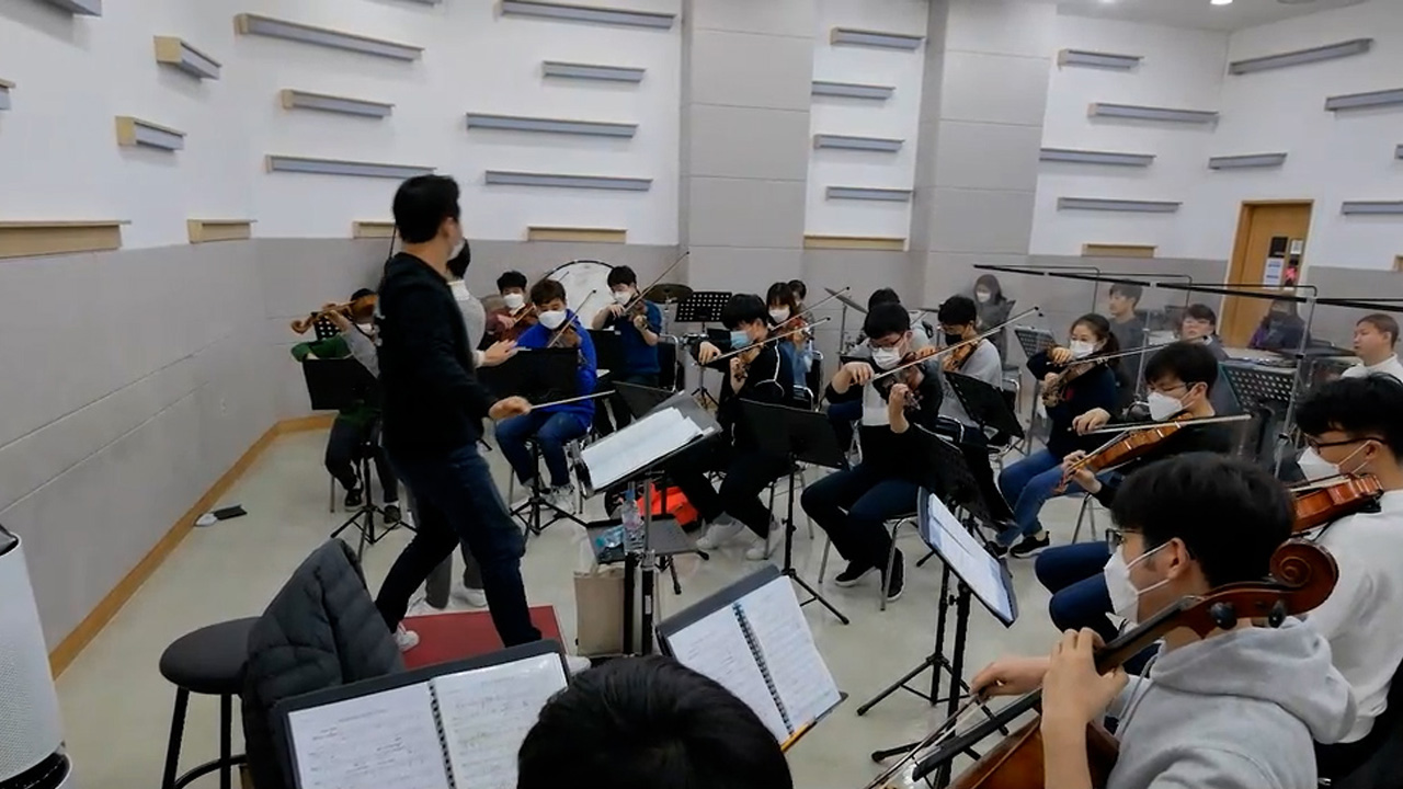 Heart to Heart Orchestra of members with mental disabilities preparing for concert