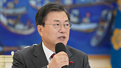 President Moon hopes people share warmth on Christmas Day