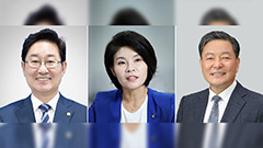 President Moon nominates three new ministers; top aides offer to resign